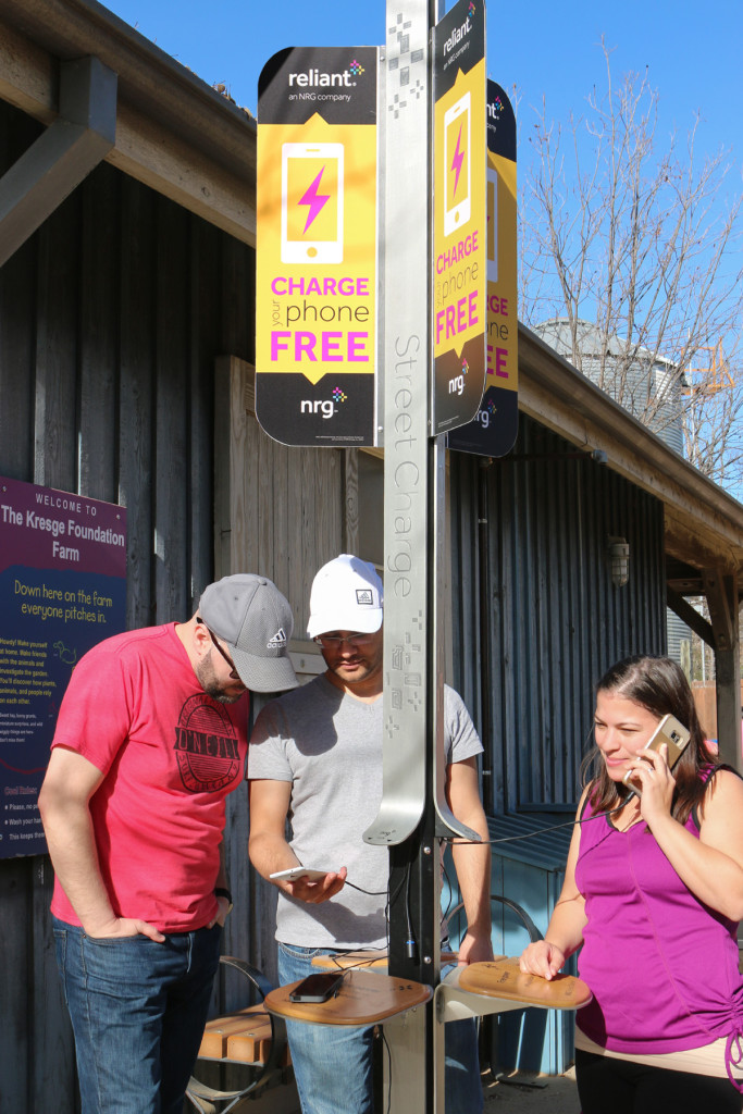 Dallas Zoo's New Device Charging Station