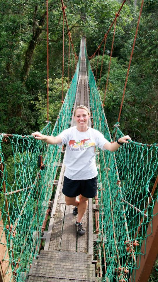 Lisa conquers the suspension bridge over the Danum Valley.